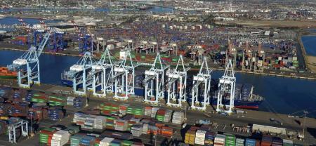 Estados Unidos y Corea del Sur firmaron una revisión de su tratado comercial bilateral, en lo que supone la primera vez que el Presidente de EE.UU. logra modificar un acuerdo de comercio desde que llegó al poder.