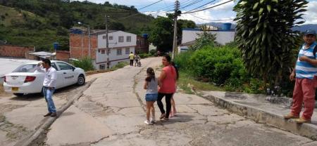El hundimiento de la vía y los problemas de erosión que se registran entre los barrios José A. Morales y Laureles se han dado a conocer, en varias oportunidades, por esta redacción.