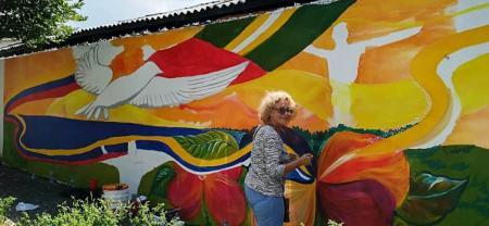 Así lucía el mural mientras lo estaban pintando, el cual se ubica en la calle 51 entre carreras 14 y 15 del barrio Colombia de la comuna Uno. Estuvo inspirado en la paz que piden para Barrancabermeja.