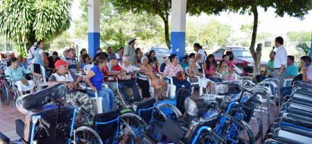 En la sede recreacional Los Manatíes se encontraron para recibir las ayudas con funcionarios de la Administración Municipal, quienes anunciaron más beneficios para el otro año.
